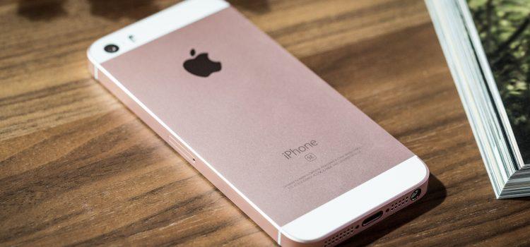 Apple sostituisce direttamente gli iPhone SE per mancanza di display.