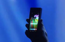 Nel 2019 Samsung lancerà i primi smartphone pieghevoli